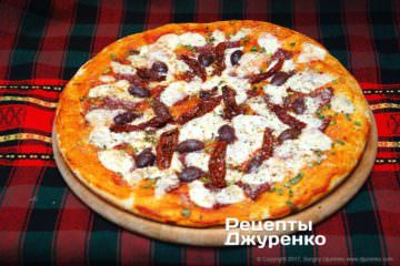 піца з ковбасою і сиром