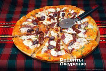 Фото рецепта пицца с колбасой и сыром