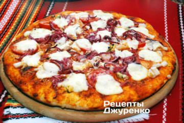 Фото к рецепту: пицца коктейль с морепродуктами