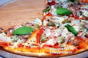 Піца подається гарячою