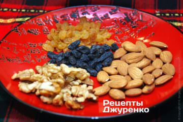Изюм и орехи - миндаль и грецкие