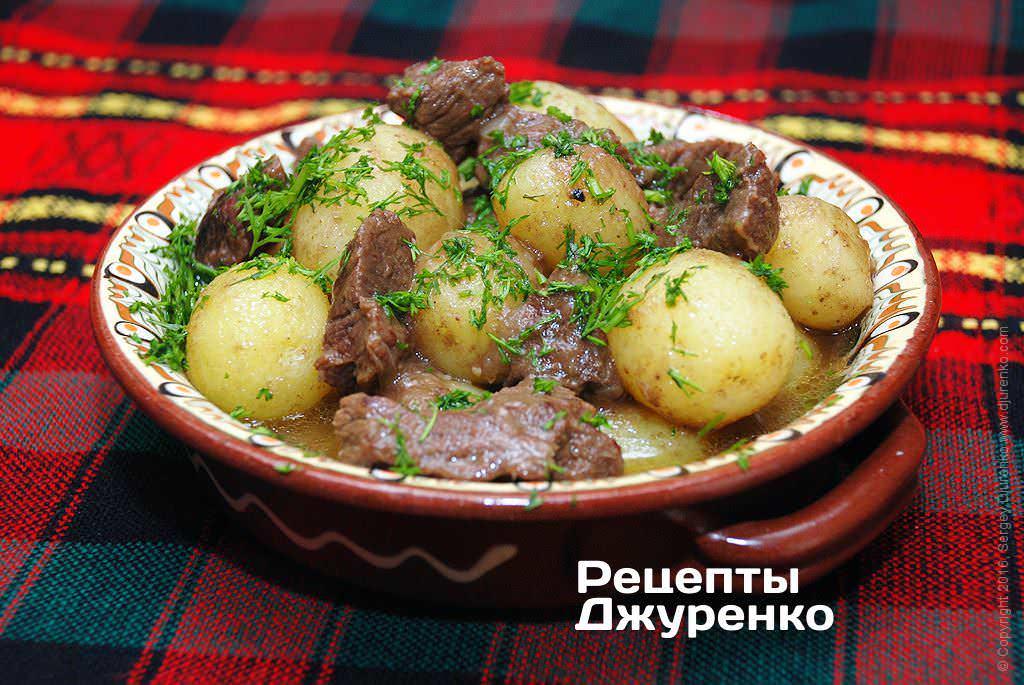 Молодая картошка тушеная с говядиной