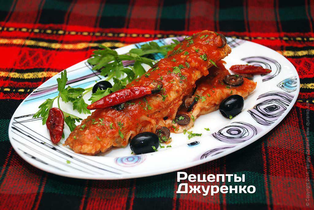 Риба з оливками тушкована