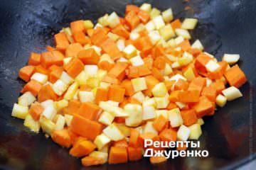 Обжарить морковку и пастернак