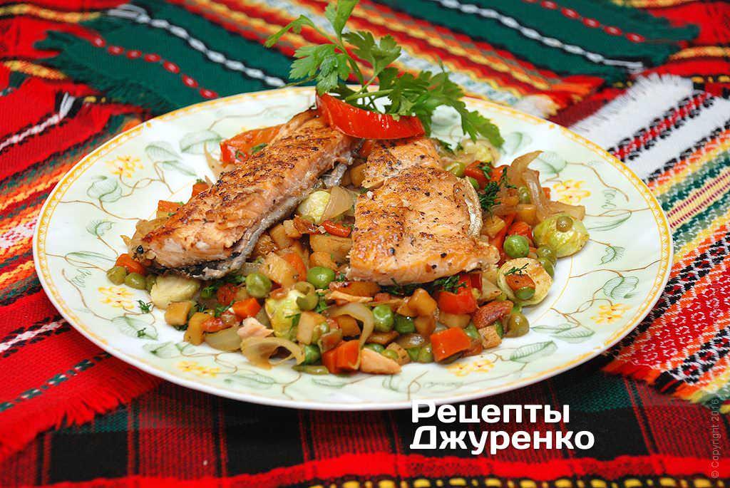Фото готового рецепту риба тушкована з овочами в домашніх умовах