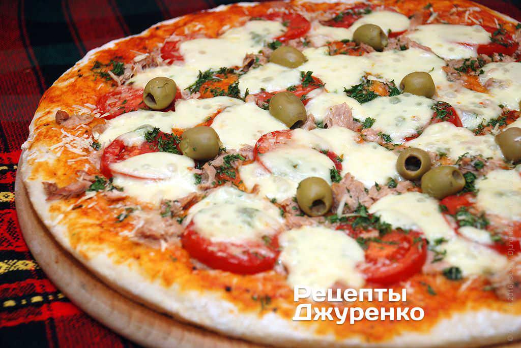 Пицца с тунцом и томатами