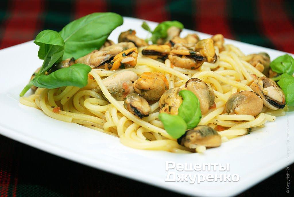 Фото готового рецепту спагетті з мідіями в домашніх умовах