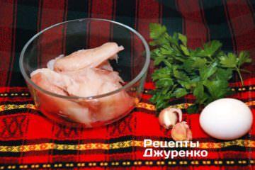 Рыбное филе,зелень и яйцо для тефтелей