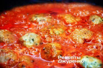 Тушкувати тефтелі в соусі