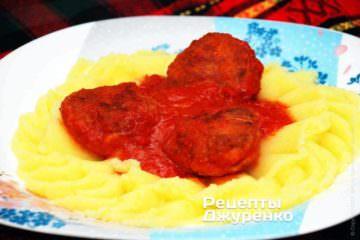 Котлети в соусі з картопляним пюре