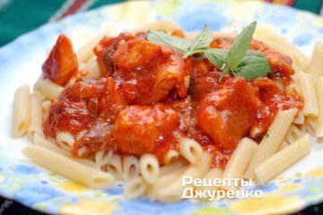 Риба в томатному соусі з пастою (пенне)