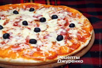 Фото к рецепту: мясная пицца с моцареллой