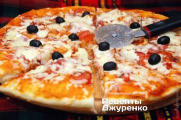 Готову піцу розрізати 6-8 частин