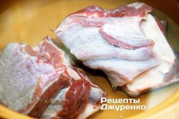 Мясо нарезать крупно