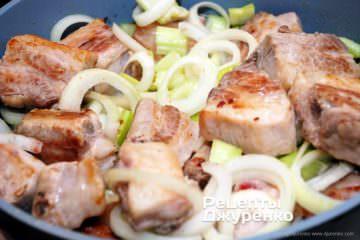 додати овочі до м'яса
