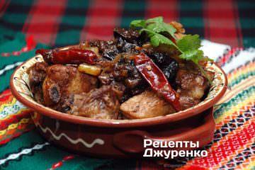 Фото к рецепту: тушеные ребрышки с черносливом