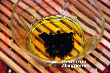 Соус из оливкового масла и бальзамического уксуса
