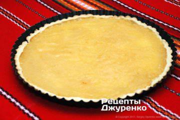 выложить на тесто лимонный крем