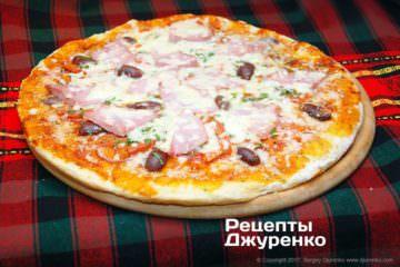 Фото рецепта пицца с ветчиной и сыром