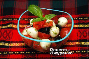 Фото рецепта салат с сыром и помидорами