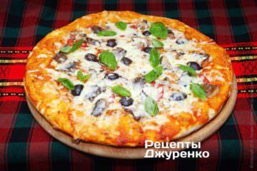 Піца з рибою
