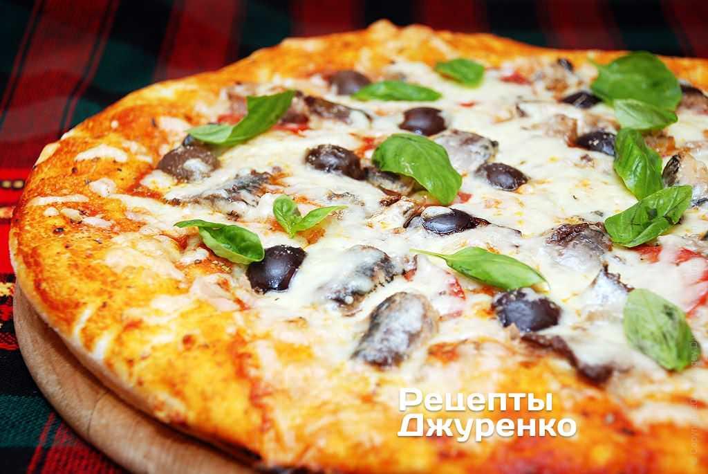 Фото готового рецепту Піца з рибою в домашніх умовах