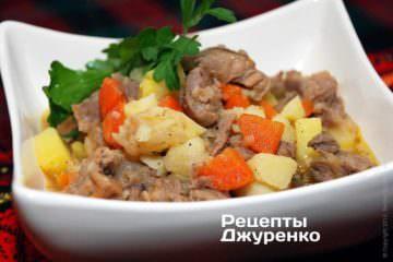 Тушкована картопля з м'ясом та овочами