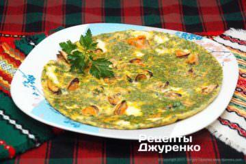 Фото до рецепту: яйця з морепродуктами — омлет з мідіями