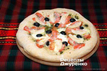 Фото до рецепту: біла піца з копченою сьомгою