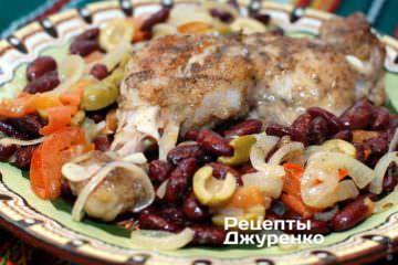 Фото рецепта курица тушеная с фасолью