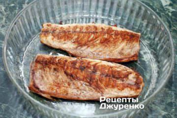 Викласти рибу у форму