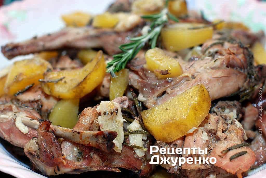 запеченная курица с розмарином и картофелем