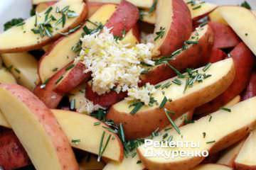 Посолити картоплю