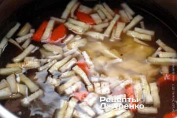 Варить суп в течение часа
