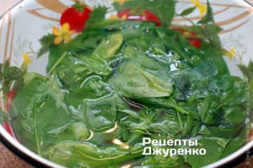 Пропарить и измельчить шпинат