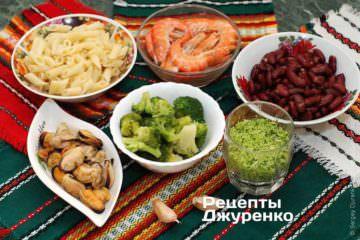 Ингредиенты: креветки, мидии, паста, брокколи, чеснок, оливковое масло, пармезан, базилик, красная фасоль