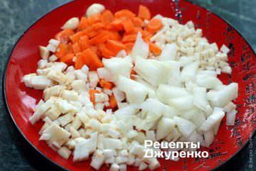Нарезать овощи небольшими кубиками