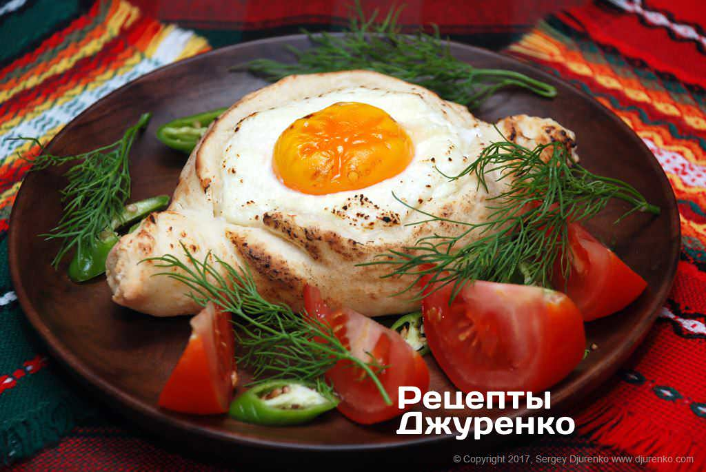 Фото готового рецепту хачапурі по-аджарськи в домашніх умовах