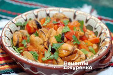 Фото до рецепту: мідії з овочами