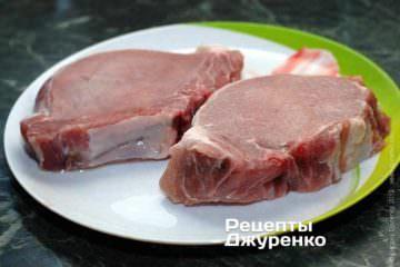 Свиные отбивные для жарки - куски корейки с косточкой