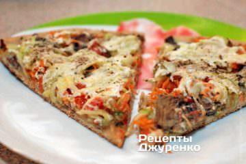 Пицца с индейкой и сметанным соусом