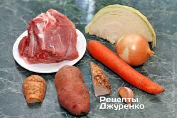 Інгредієнти: м'ясо індички, капуста, морква, селера, пастернак, цибуля, картопля, часник, ароматні трави, оливкова олія, спеції