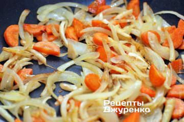 Обжарить овощи на оливковом масле