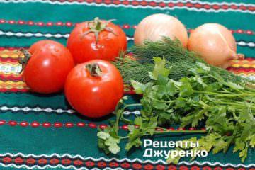 Ингредиенты: морской окунь, помидор, лук, чеснок, зелень укропа и петрушки, оливковое масло, мука, вино белое, лимон, специи