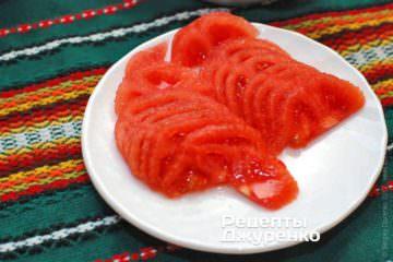 Тонко нарезать помидор