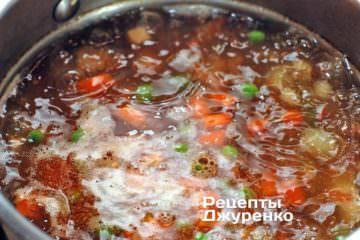 Додати в суп припущені м'якоть помідора