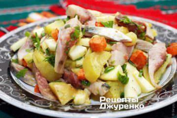 Фото рецепта салат з оселедцем і картоплею