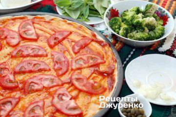 Розкласти нарізаний помідор