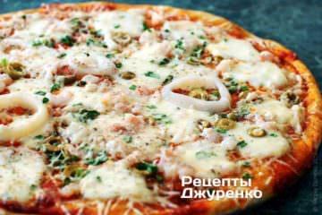 Фото до рецепту: піца з кальмарами
