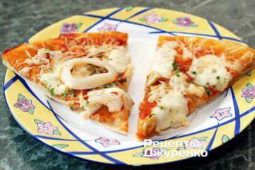 Пицца с кольцами кальмаров
